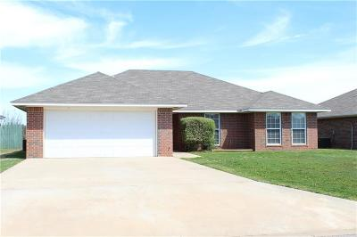 Altus Single Family Home For Sale: 1600 Sommerset Place