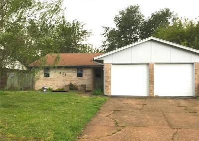 Moore OK Single Family Home For Sale: $115,000