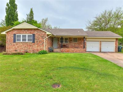Midwest City Single Family Home For Sale: 121 Country Club Circle