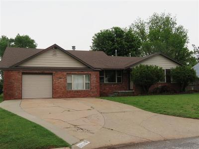 Clinton OK Single Family Home For Sale: $132,000