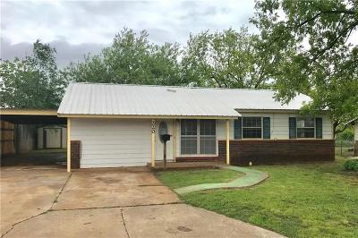 Elk City Single Family Home For Sale: 220 Blackburn