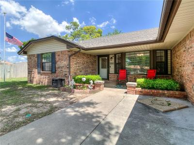 Moore Single Family Home For Sale: 828 Stout Circle