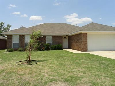 Altus Single Family Home For Sale: 1601 Sommerset Place