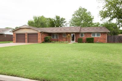 Clinton OK Single Family Home For Sale: $157,900