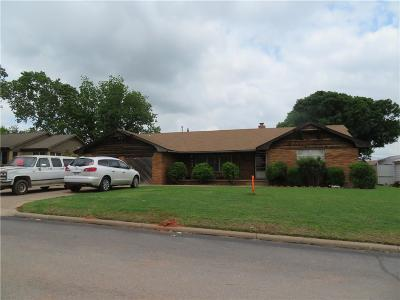 Clinton OK Single Family Home For Sale: $150,000