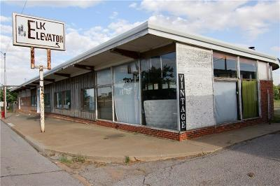 Beckham County Commercial For Sale: 114 E 5th Street