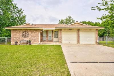 Norman Single Family Home For Sale: 1600 Village Drive