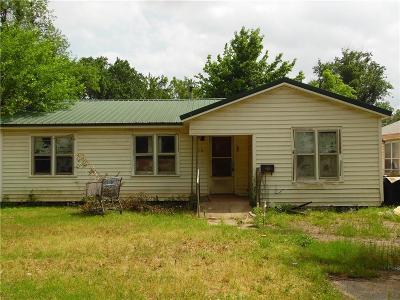 Anadarko Single Family Home For Sale: 110 W Louisiana Avenue