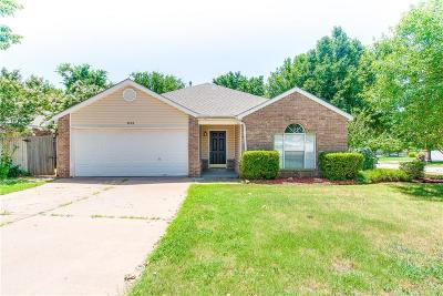 Norman Single Family Home For Sale: 1024 Pinelake Court