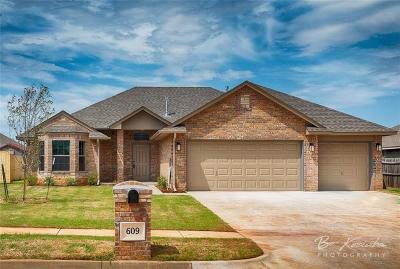 Mustang Single Family Home For Sale: 609 N White Tail Way