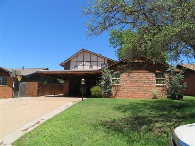 Clinton OK Single Family Home For Sale: $165,000