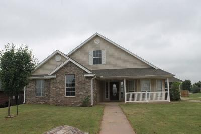 Purcell Single Family Home For Sale: 705 Crosswinds Drive