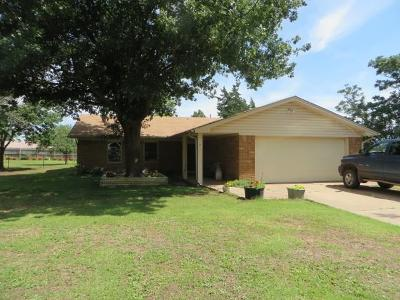 Chickasha Single Family Home For Sale: 2 Skyview Drive