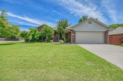 Norman Single Family Home For Sale: 200 Waterfront Drive