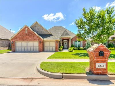 Moore Single Family Home For Sale: 604 Lindsey Lane