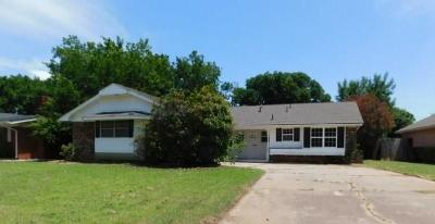Midwest City Single Family Home For Sale: 2916 N Viewpoint Drive