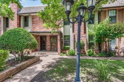 Oklahoma City Condo/Townhouse For Sale: 7802 Old Hickory Lane