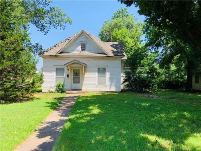 Guthrie Single Family Home For Sale: 1824 W Cleveland Avenue