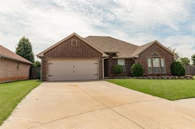 Mustang Single Family Home For Sale: 400 S Castlerock Lane