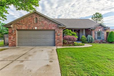 Norman Single Family Home For Sale: 1713 Camelot Drive