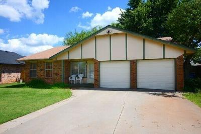 Mustang Single Family Home For Sale: 656 W Perry Drive