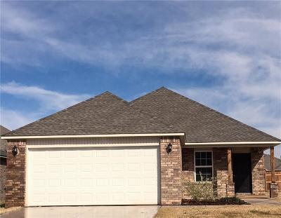 Midwest City Single Family Home For Sale: 946 Karlee Court
