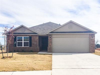 Midwest City Single Family Home For Sale: 950 Karlee Court