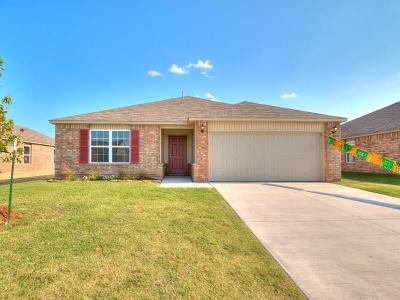 Mustang Single Family Home For Sale: 1829 W Antler Way