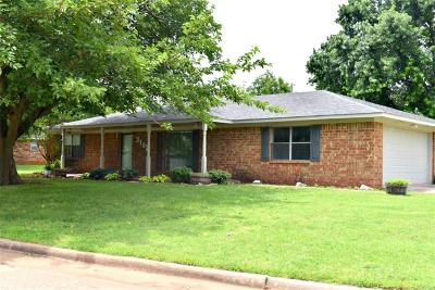Chickasha Single Family Home For Sale: 3102 Heatherwood Drive