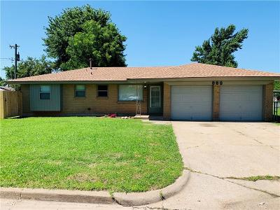 Moore Single Family Home For Sale: 888 NW 14th Street