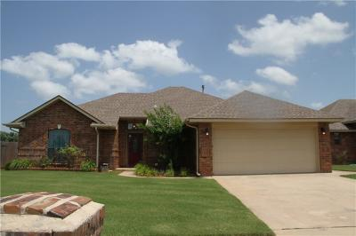 Moore Single Family Home For Sale: 628 Madeline