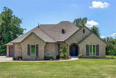 Shawnee Single Family Home For Sale: 2309 Pinehurst Court