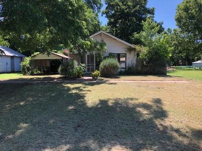 Lindsay Single Family Home For Sale: 610 SW 3rd Street