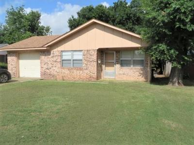 Chickasha Single Family Home For Sale: 1420 Shepherd Street
