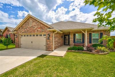 Shawnee Single Family Home For Sale: 2105 Crooked Oak Drive