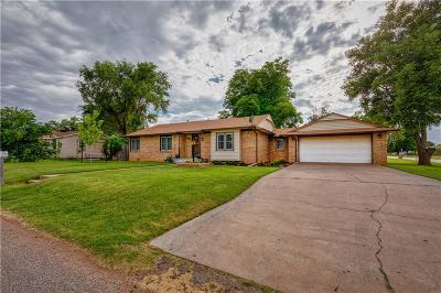 Elk City Single Family Home For Sale: 105 S Lusk Avenue