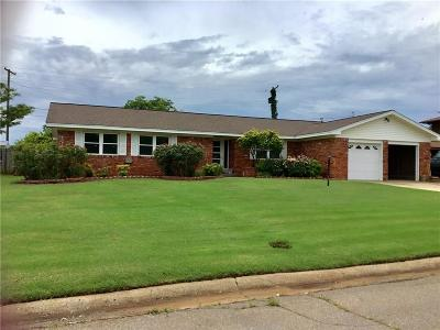Clinton OK Single Family Home For Sale: $139,725