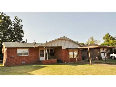 Midwest City Single Family Home For Sale: 720 Hedge Drive