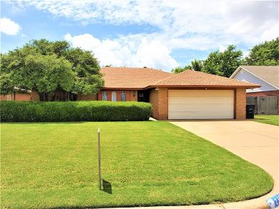 Moore Single Family Home For Sale: 2305 N Nail Parkway