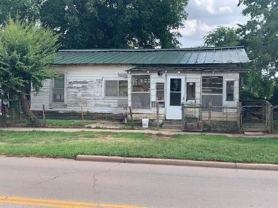 Clinton OK Single Family Home For Sale: $19,900