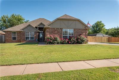 Mustang Single Family Home For Sale: 800 Alamo Way