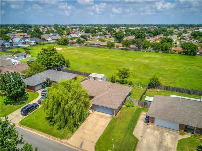 Oklahoma City Single Family Home For Sale: 10212 S McKinley Avenue