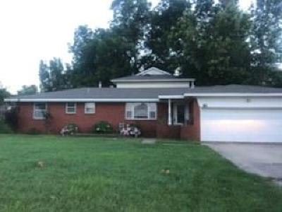 McClain County Single Family Home For Sale: 120 W Morehead