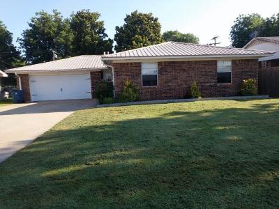Anadarko Single Family Home For Sale: 821 Mission Drive