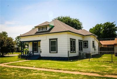 Elk City Single Family Home For Sale: 401 N Jefferson Avenue