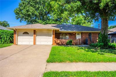 Oklahoma City Single Family Home For Sale: 9205 S Hillcrest Drive