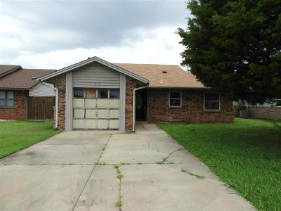Shawnee Single Family Home For Sale: 1810 W University Street