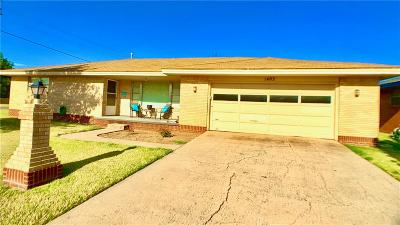 Cordell Single Family Home For Sale: 1402 N Glenn L English Street