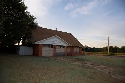 Elk City Single Family Home For Sale: 200 Swales