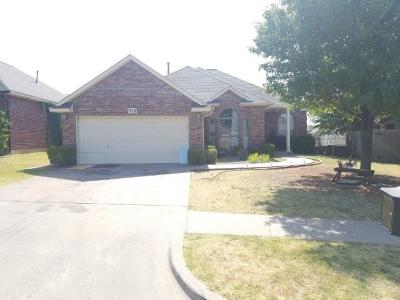 Moore Single Family Home For Sale: 928 Oak Creek Drive